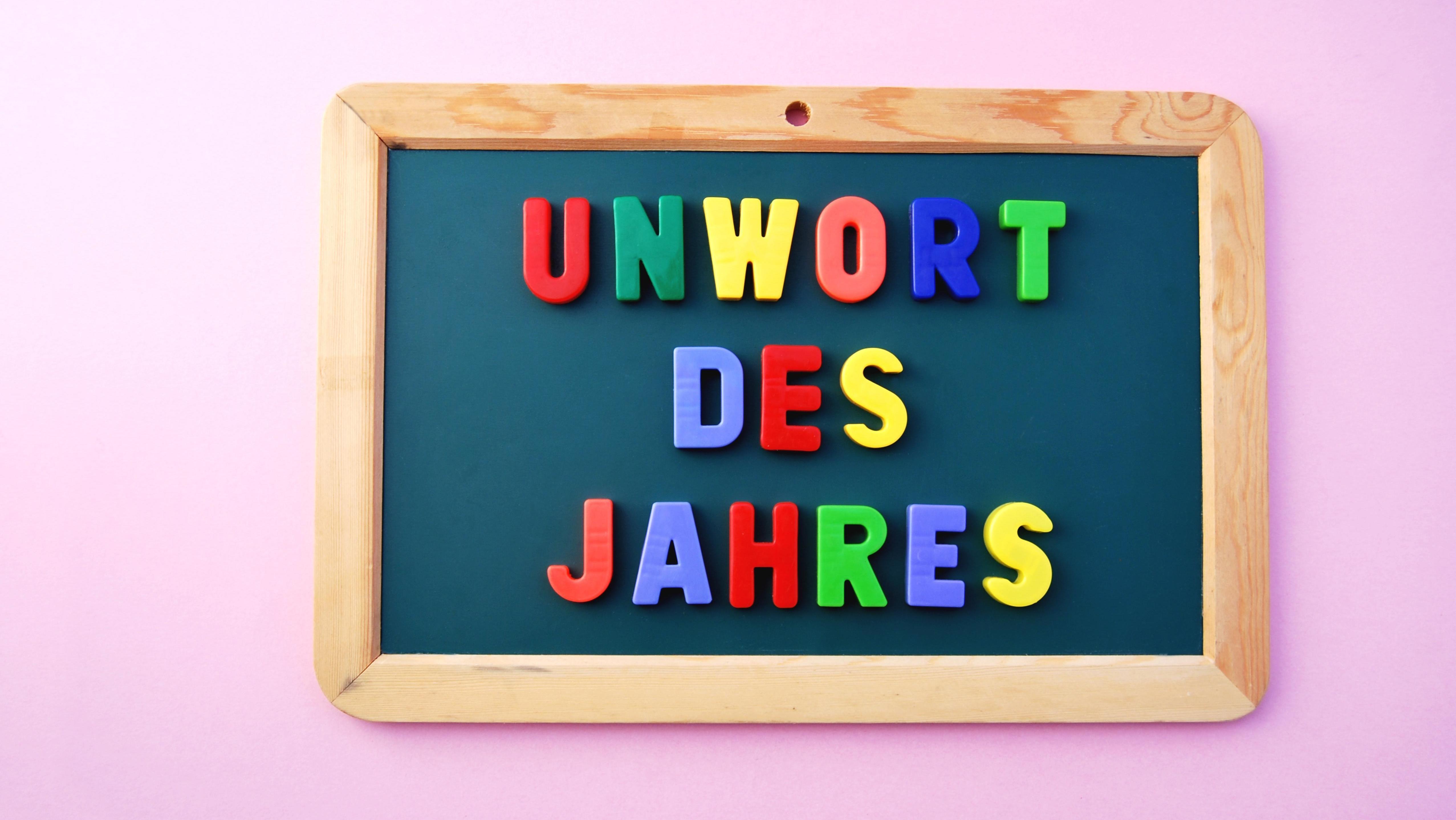 """Schild: """"Unwort des Jahres"""""""
