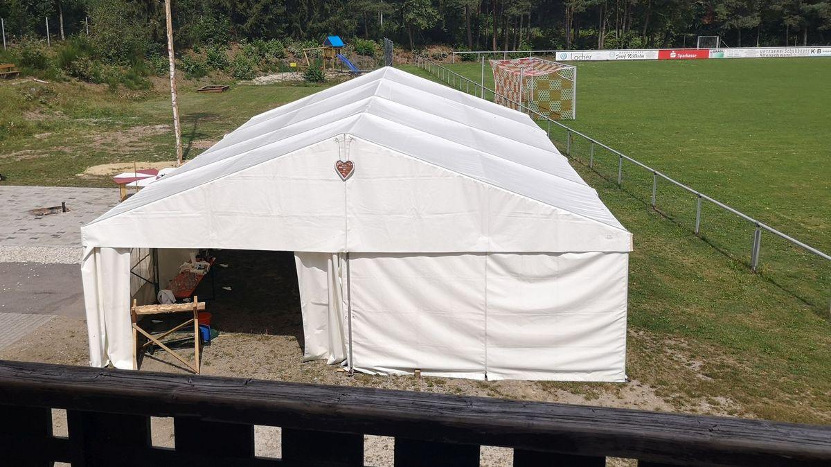 Das Zelt, in dem die Feier in Bodenwöhr stattfand.