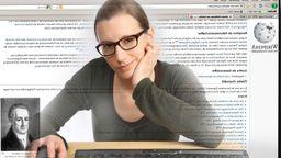Junge Frau sitzt am Computer, surft im Internet, recherchiert auf der Seite des Onlinelexikons Wikipedia.   Bild:picture alliance