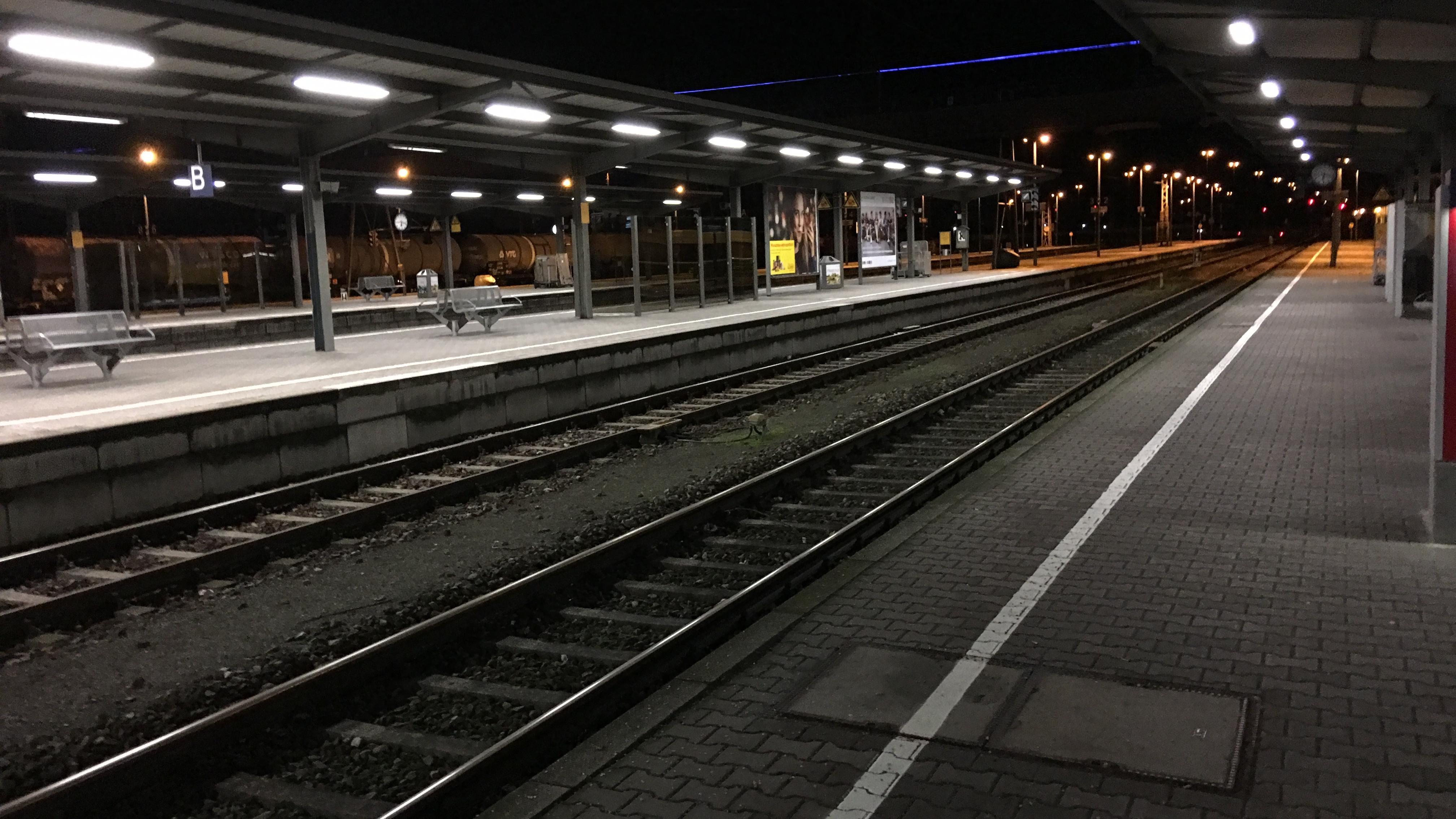 Gespenstisch leere Bahnsteige