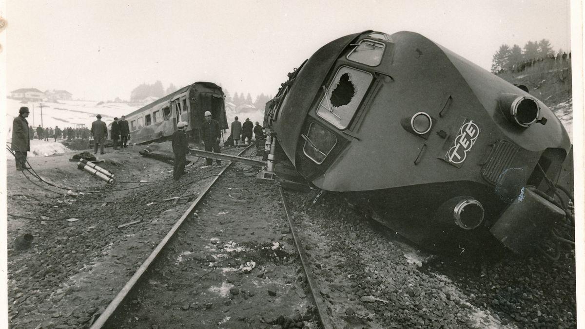Der entgleiste TEE nach dem Zugunglück in Aitrang vor 50 Jahren