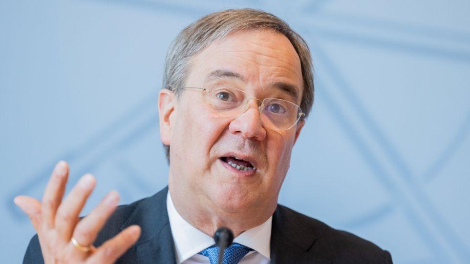 ARCHIV - 23.06.2021, Nordrhein-Westfalen, Düsseldorf: Armin Laschet (CDU), Ministerpräsident von Nordrhein-Westfalen und Bundesvorsitzender, spricht in der Landespressekonferenz im Landtag.