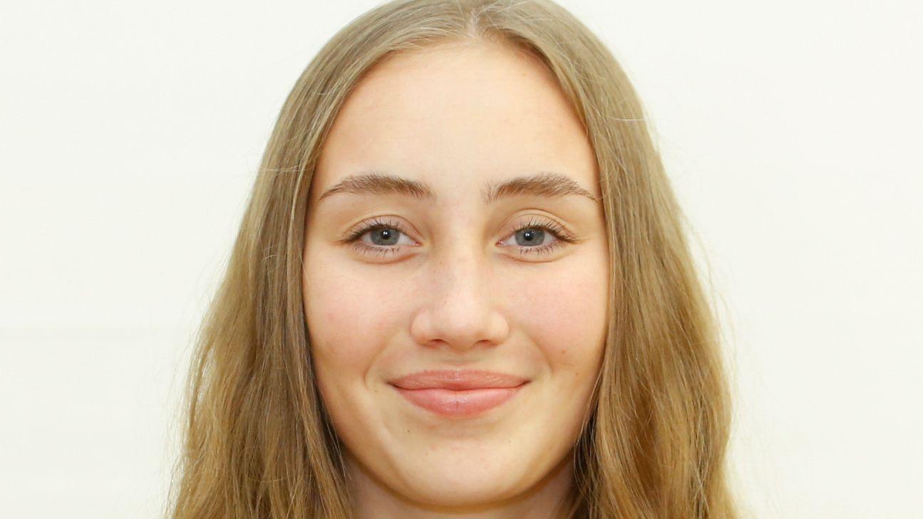 Die 19-jährige Zoe Dahlia Thobor studiert. Ihre Hobbys: Ballett, Theater, Jazz Dance, Klavierspielen.