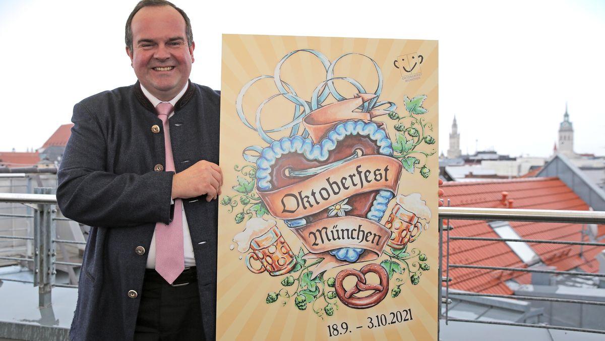 Wiesnchef Clemens Baumgärtner präsentiert das Oktoberfestplakat 2021