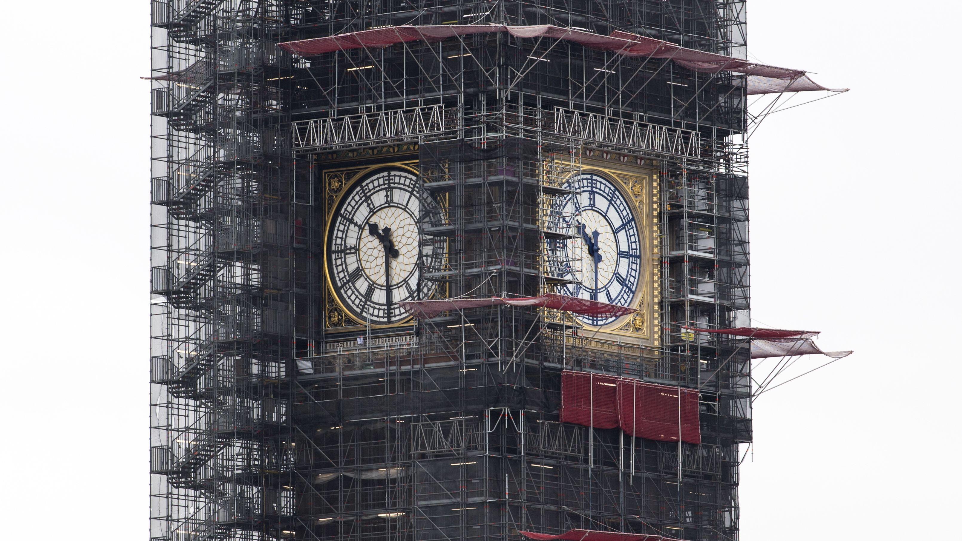 So sieht der Big Ben in London zur Zeit aus: das Bauwerk inklusive Turmuhr wird generalsaniert.