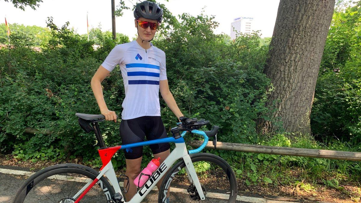 Anabel Knoll mit ihrem Fahrrad.