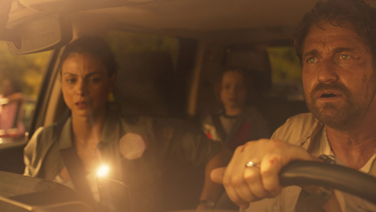 "Was kommt denn da runter? Gerard Butler in ""Greenland"" (Filmszene)."