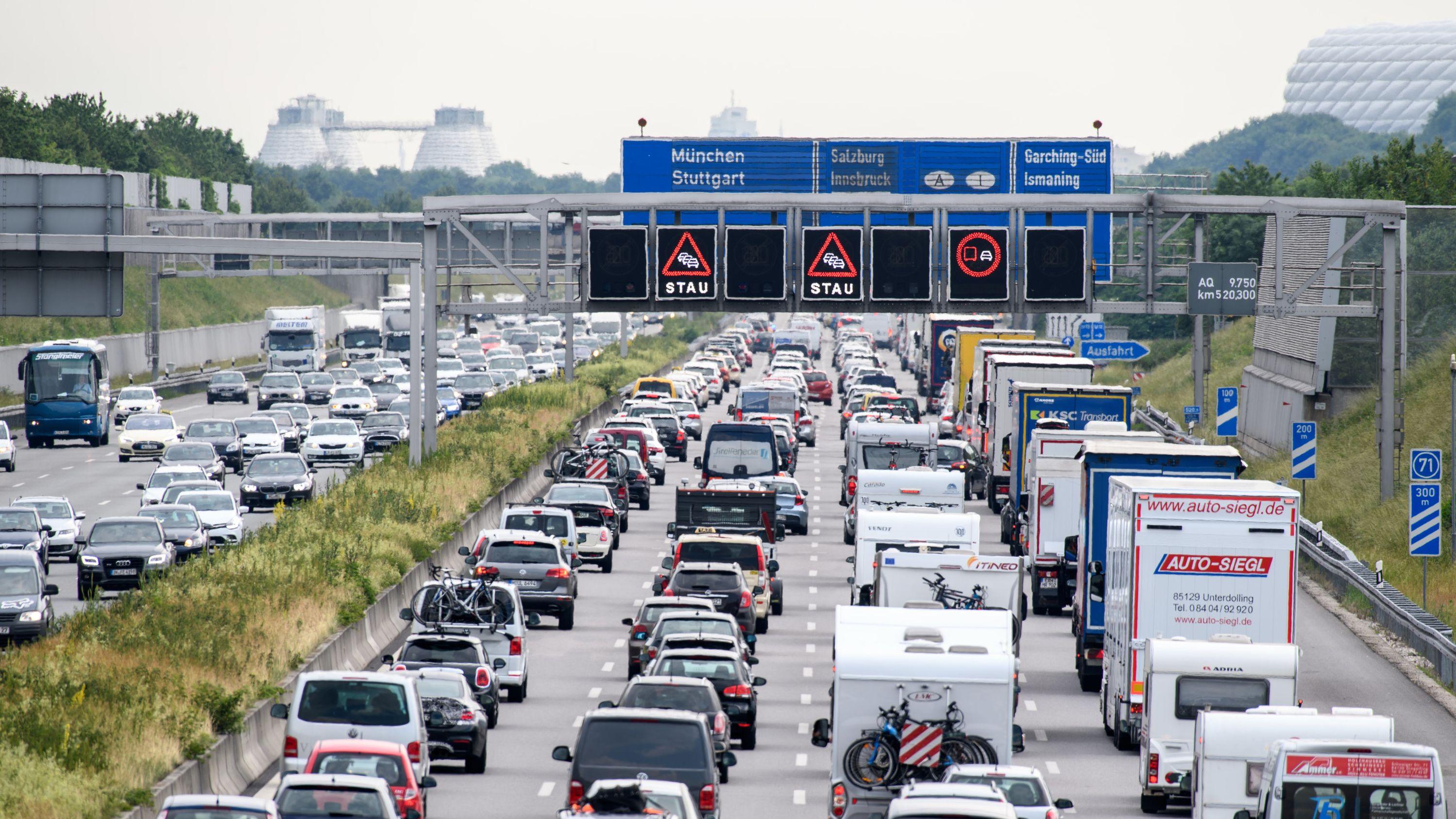 Zähfließender Verkehr auf der Autobahn A9 bei München (Archivbild von Juni 2017)