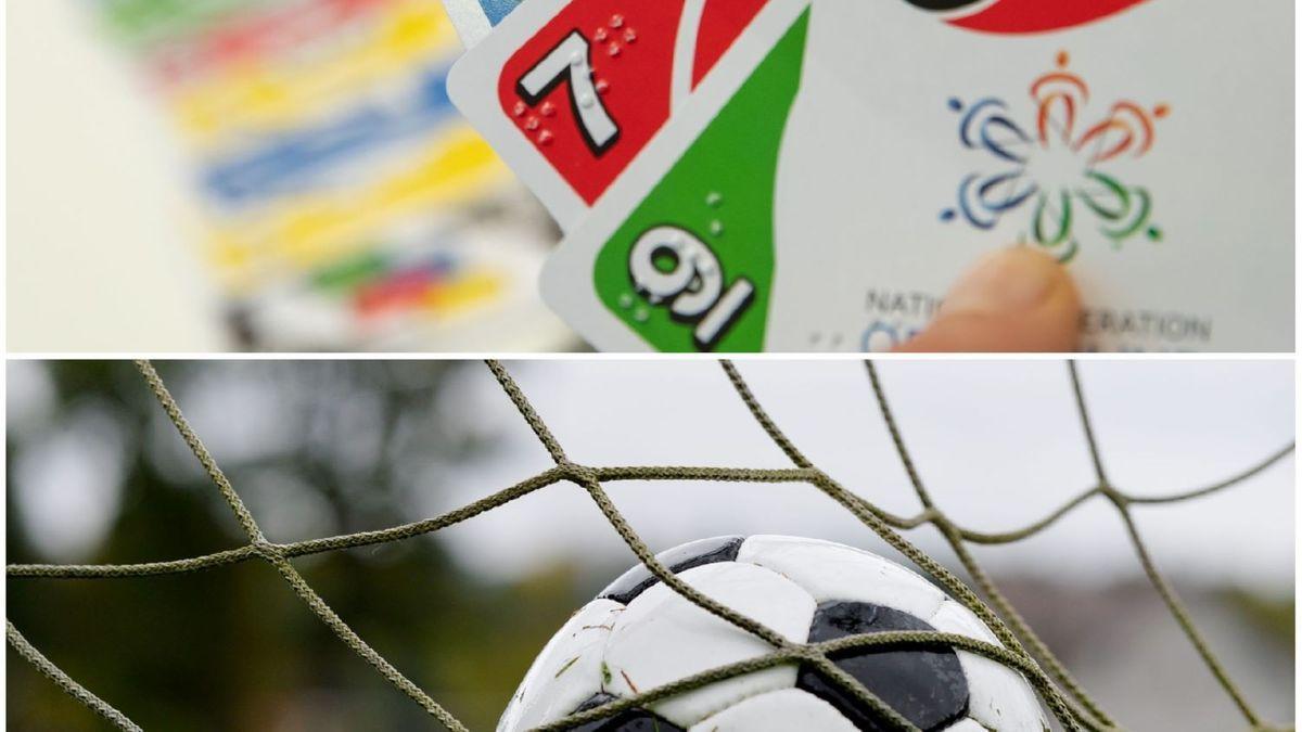 Oben: das Kartenspiel Uno. Unten: ein Fußball in einem Netz