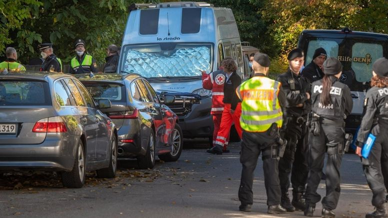 Polizei und Sanitäter in München | Bild:pa/Dpa/Peter Kneffel