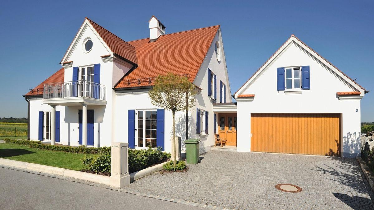 Neues Einfamilienhaus mit Garage