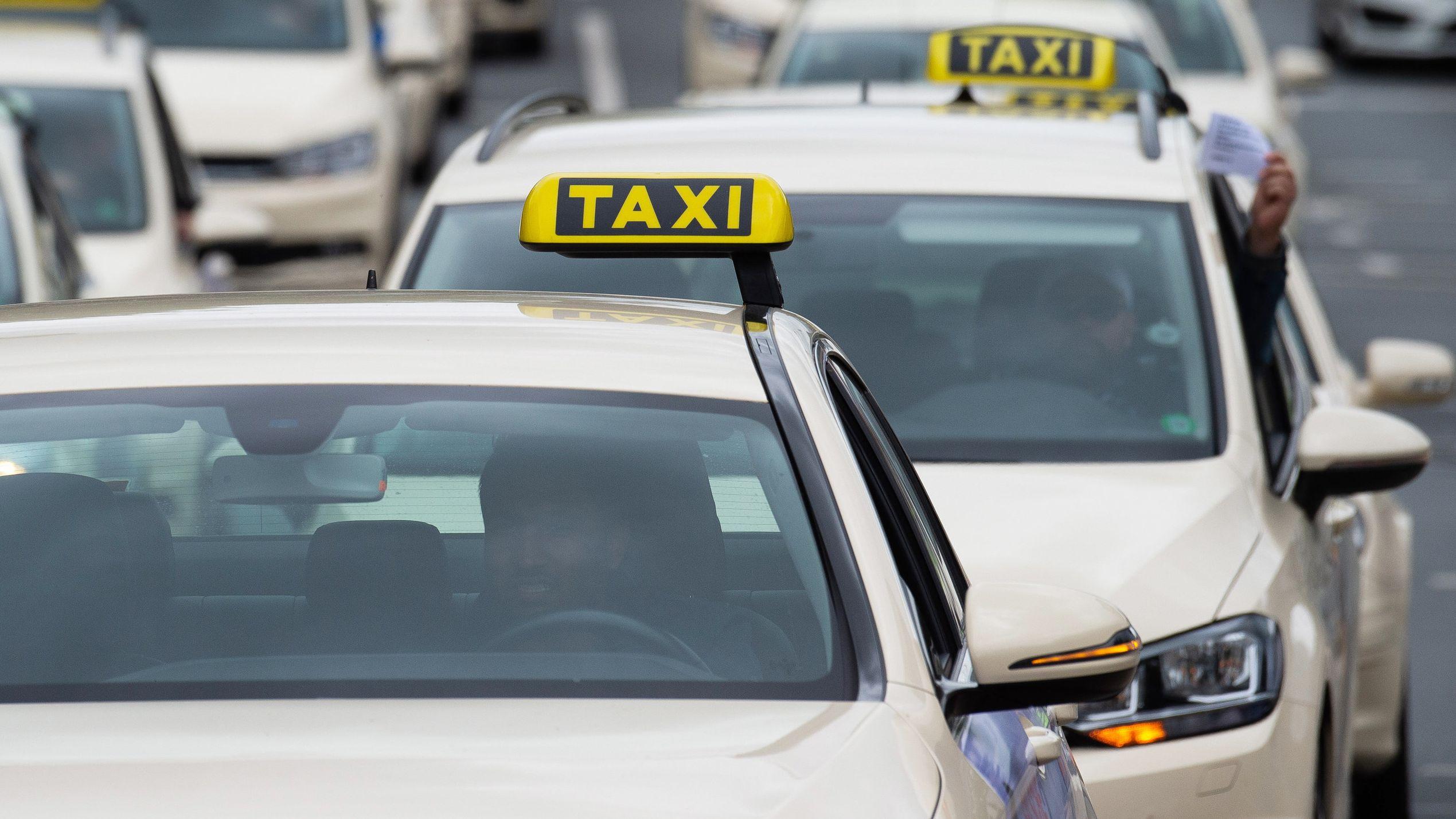 Taxifahren in Regensburg soll teurer werden (Symbolbild)