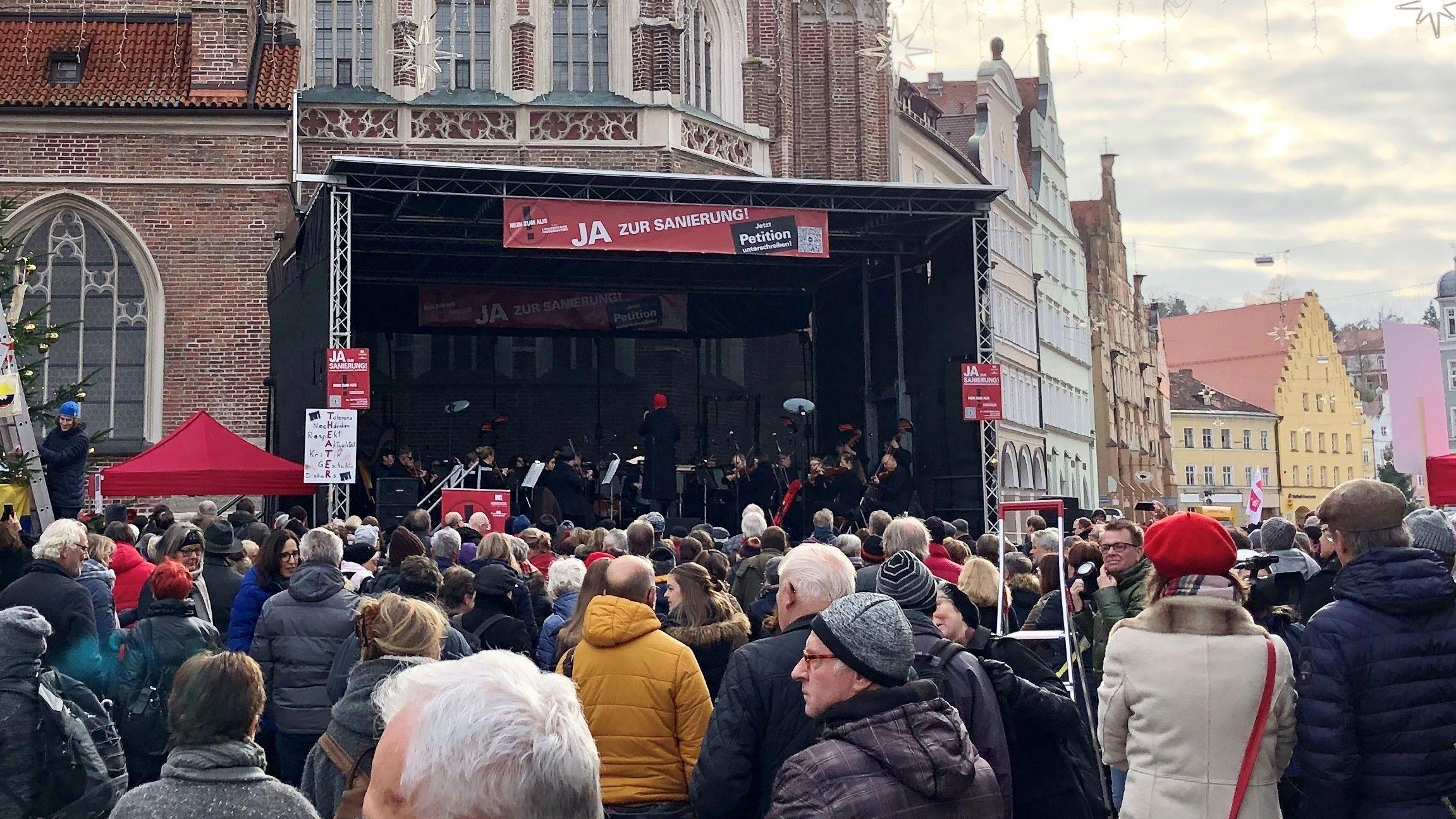 Bühne vor der Landshuter Martinskirche