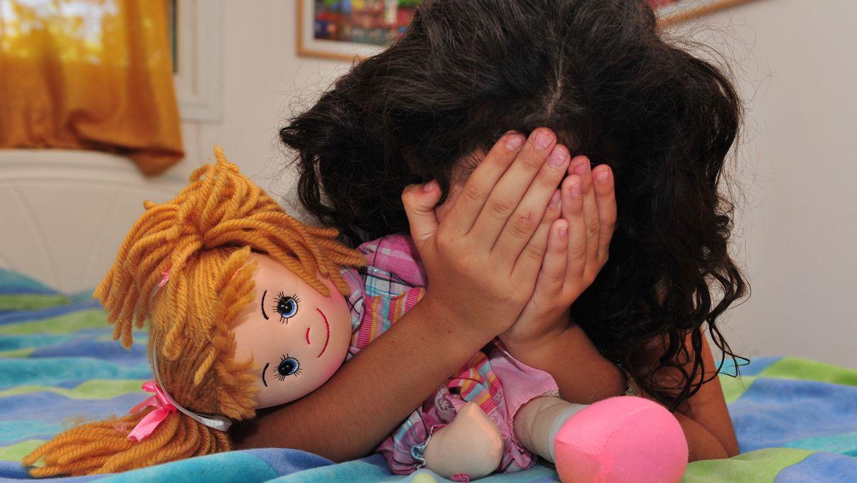 Verzweifeltes Mädchen (Symbolbild)