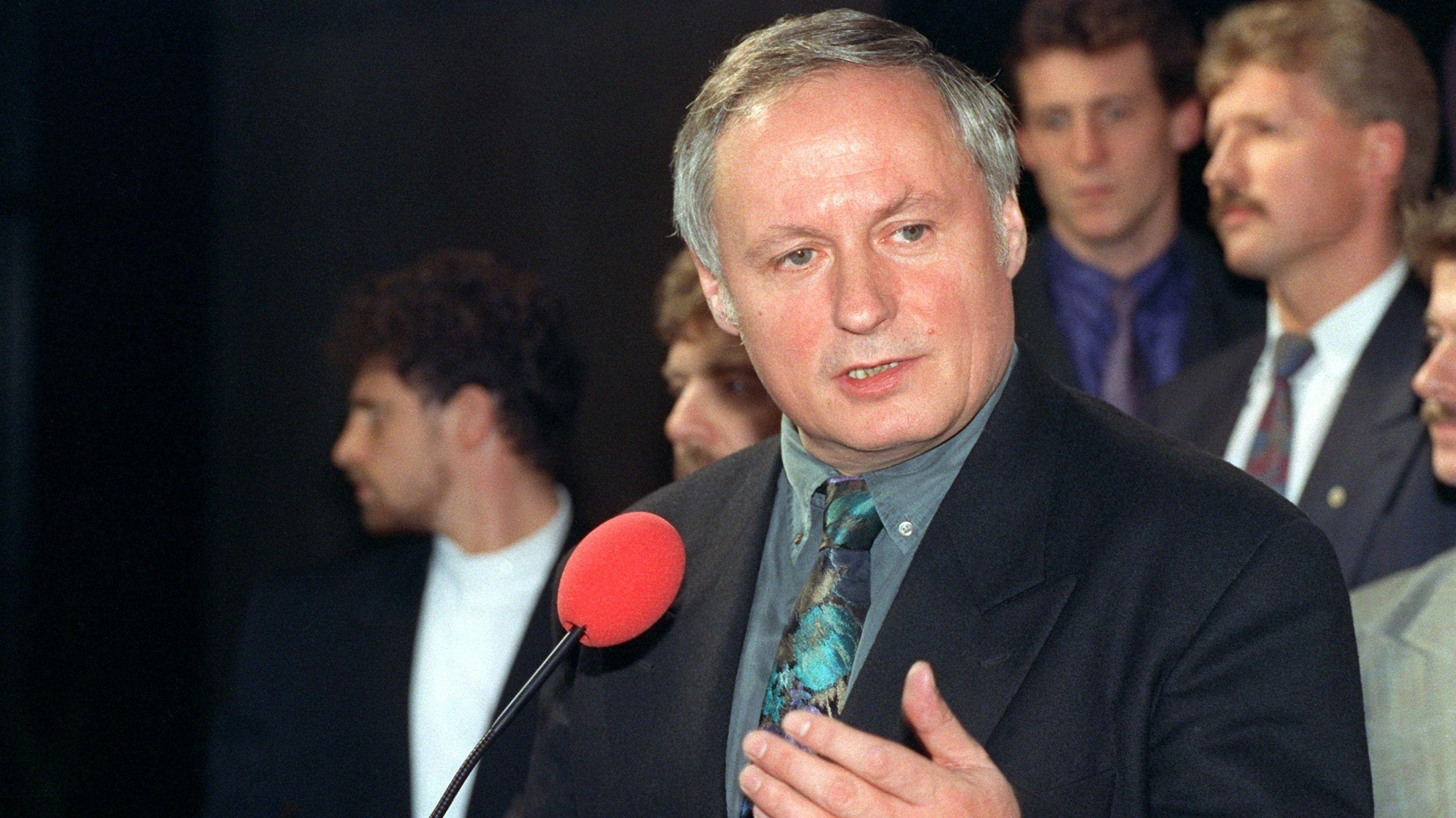 SPD-Kanzlerkandidat Oskar Lafontaine im Dezember 1990 nach der verlorenen Wahl.