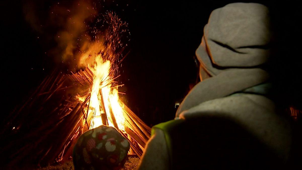 Bürgerinitiative protestiert mit Mahnfeuer in Kolbermoor gegen geplanten Brennernordzulauf