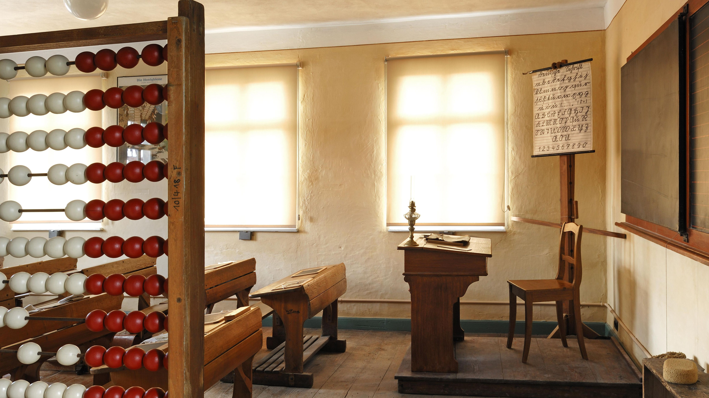 Klassenzimmer mit Rechenschieber von 1935