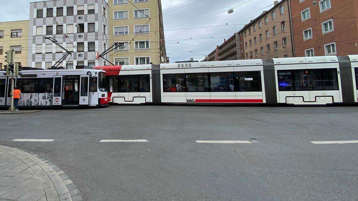 Zwei Straßenbahnen sind in der Nürnberger Südstadt ineinander gefahren