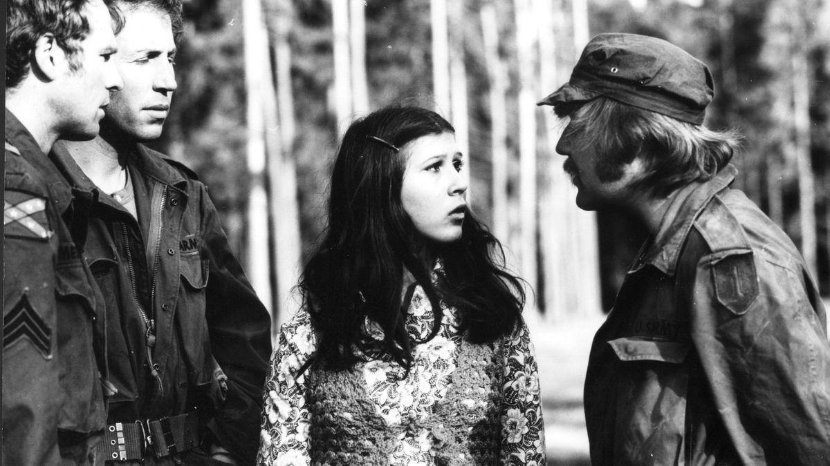 Der Grünwalder Forst als Dschungel von Vietnam: Das Mädchen Mao, darstellt von Eva Matthes, gerät in die Hände von GIs.