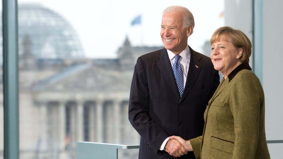 Archivbild (2013): Bundeskanzlerin Angela Merkel (CDU) empfängt im Kanzleramt den damaligen US-Vizepräsidenten Joe Biden.