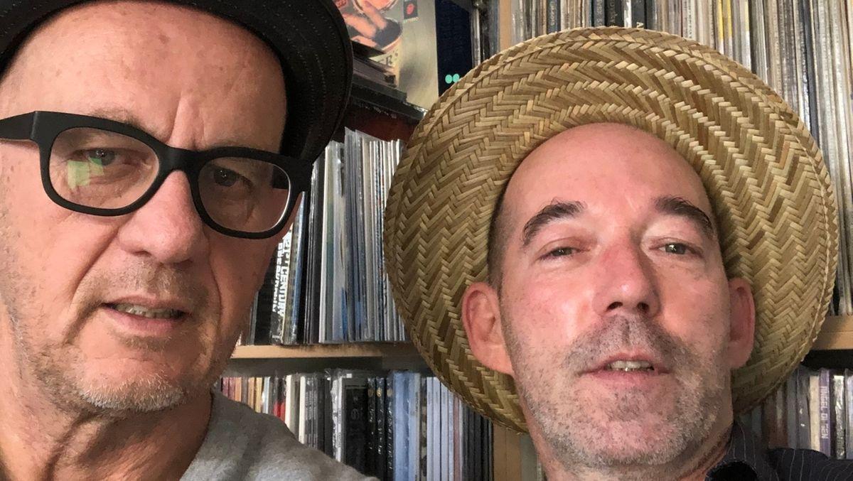 Vinylfreunde Stefan Maierhofer (l) und Ernst Nebhuth.
