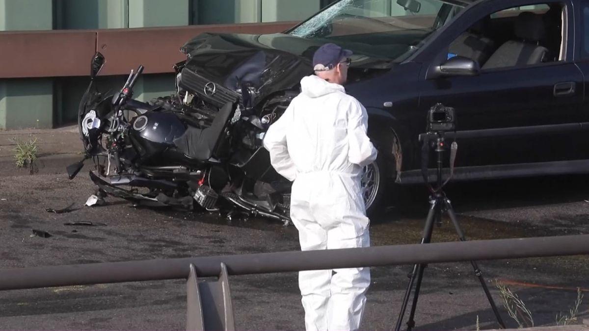 Ermittler an einer der Unfallstellen auf der Berliner Stadtautobahn