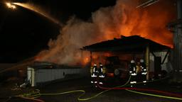 Löscharbeiten an brennender Scheune | Bild:News5
