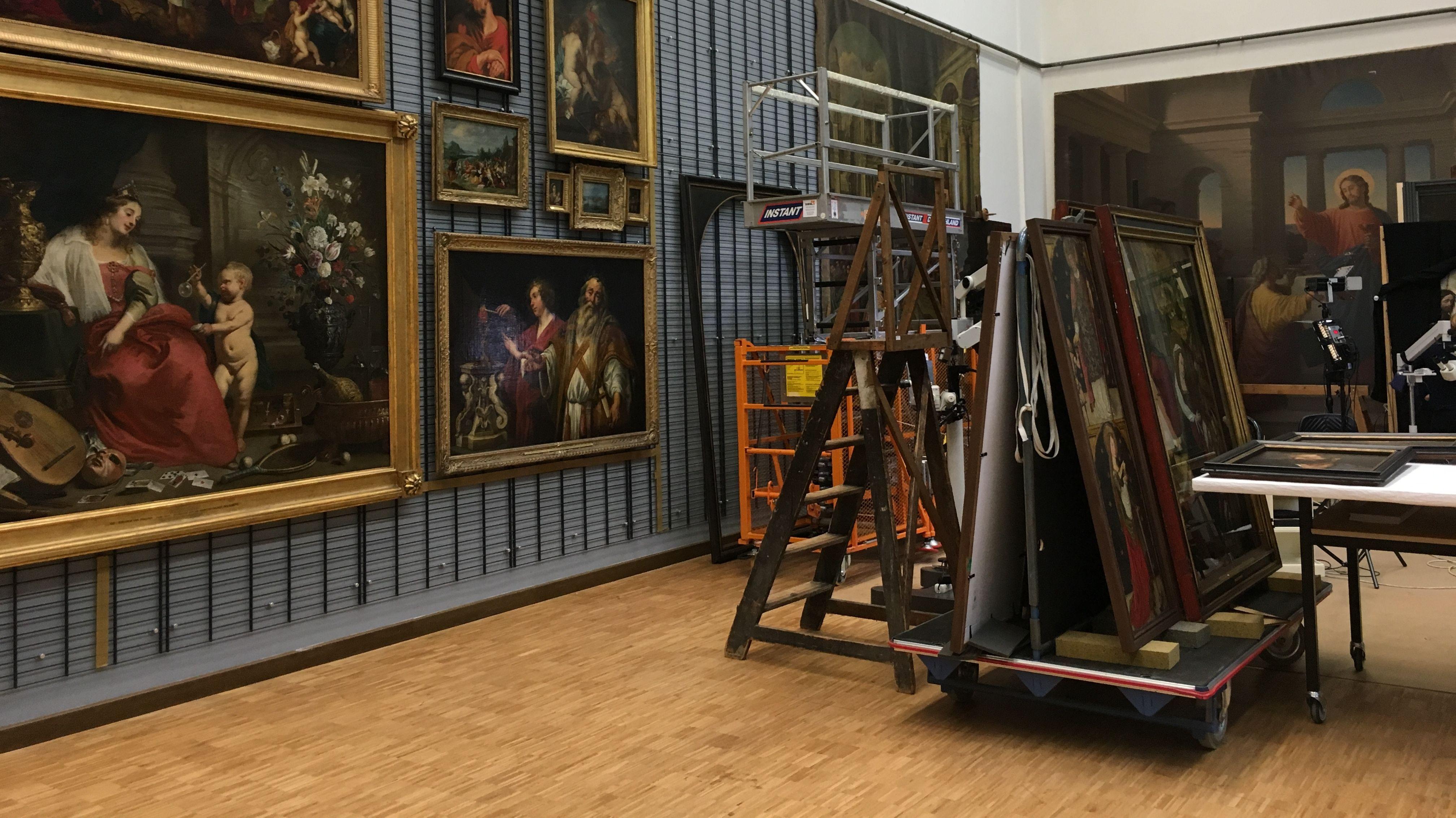 Das große Restaurierungsatelier im Münchner Doerner Institut