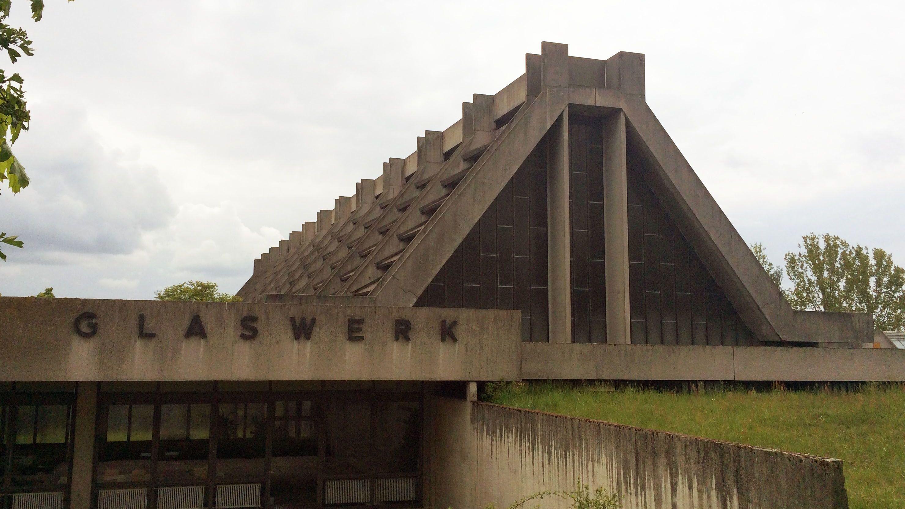 """Das Dach der Amberger """"Glaskathedrale"""" von Walter Gropius"""