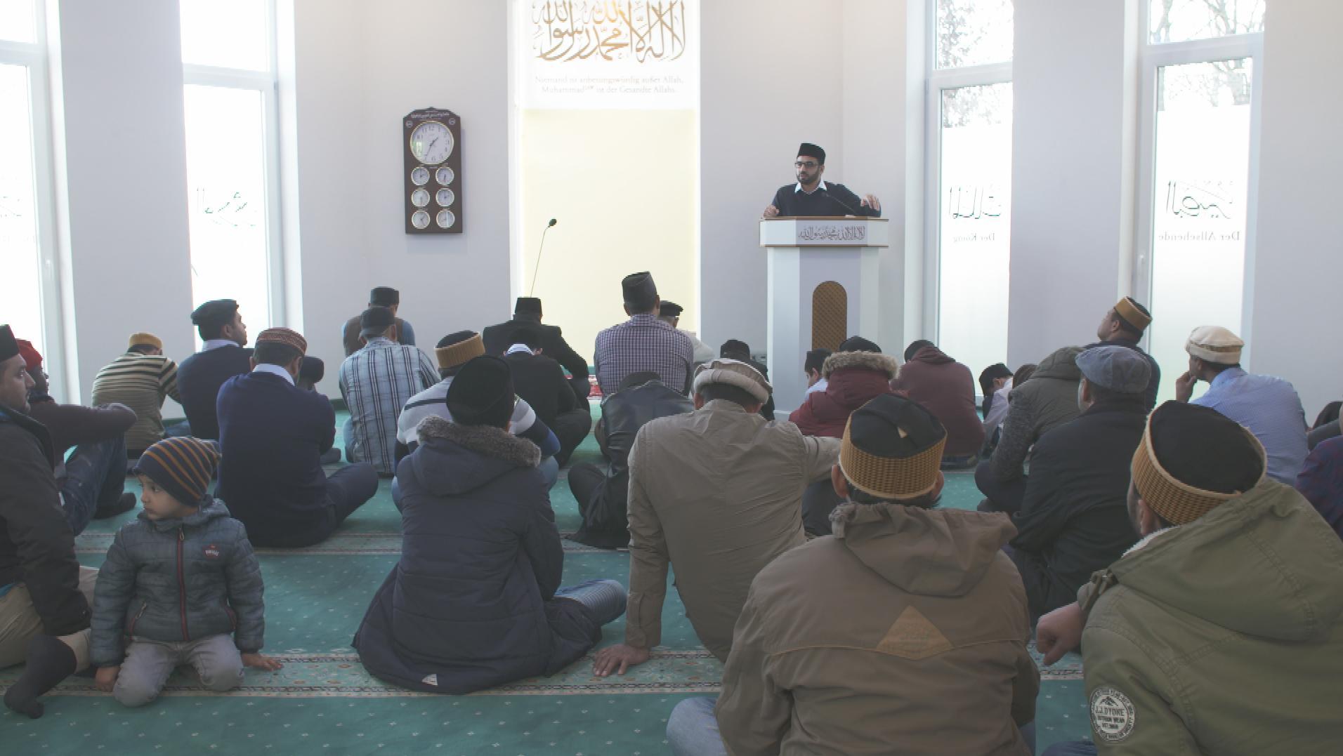 Freitagsgebet in der Bait-un-Naseer Moschee in Augsburg