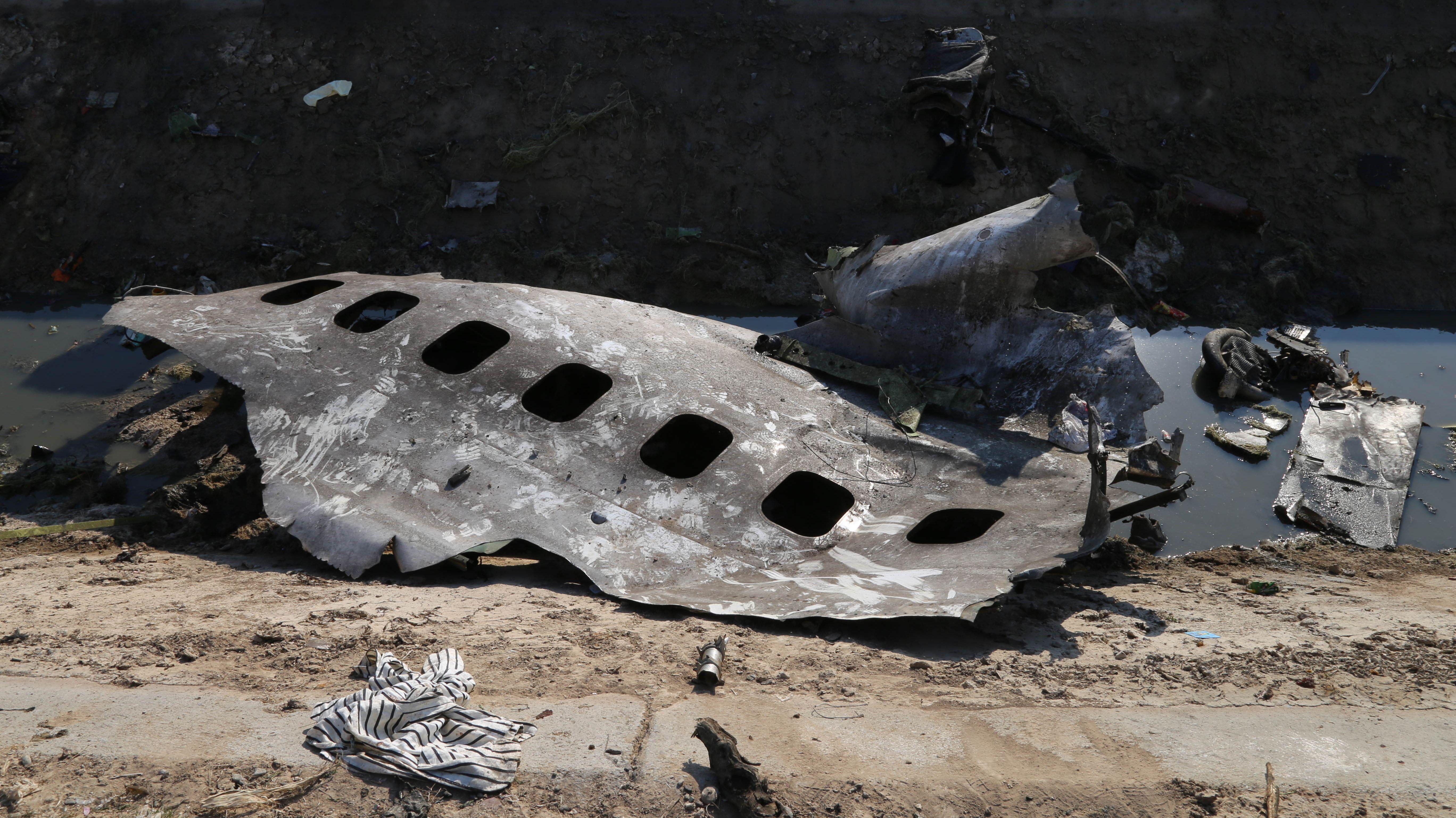 Teile der versehentlich bei Teheran abgeschossenen Boeing 737