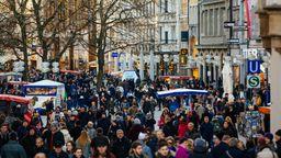 Einkaufen auch nach 20 Uhr? Das wird auch in Zukunft in Bayern vorerst nicht möglich sein. | Bild:BR/Johanna Schlüter