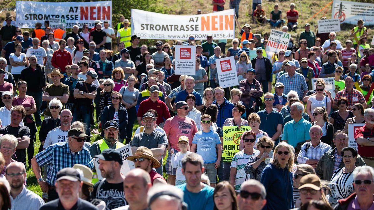 "Demonstranten bei einer Demo gegen ""Suedlink"" in Lauchröden (Thüringen)"