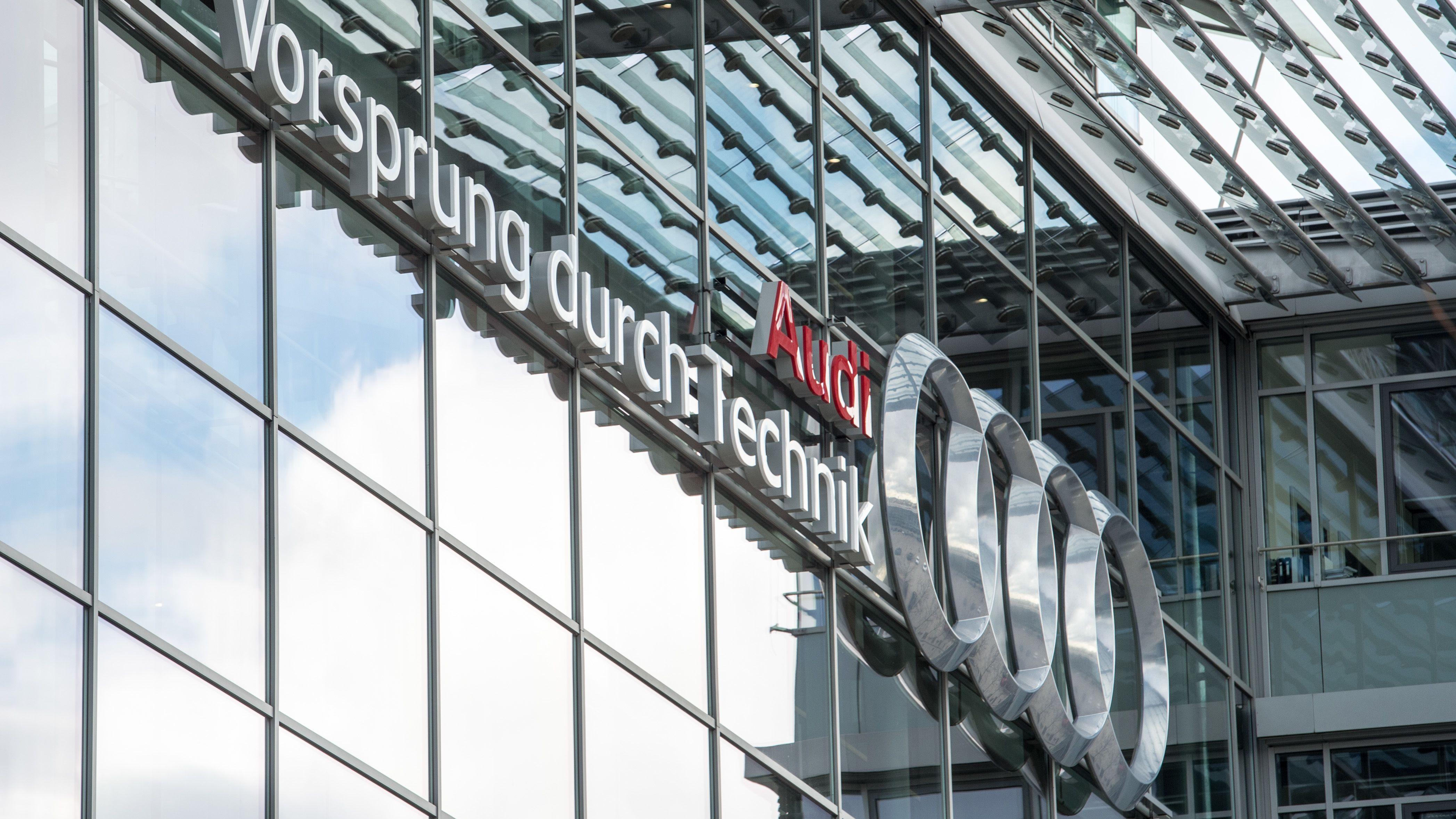 """""""Audi, Vorsprung durch Technik"""": 2014 zu sehen an einem Verwaltungsgebäude im Audi-Werk in Ingolstadt."""