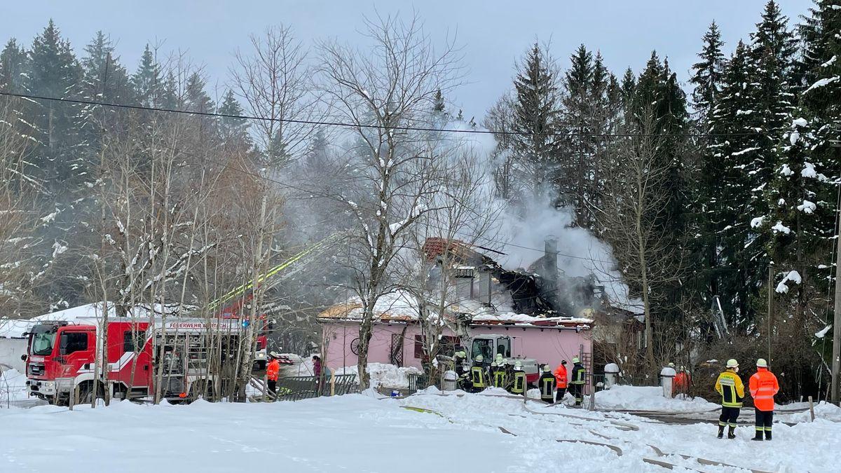 Die historische Mühle im Wertacher Ortsteil Vorderschneid ist komplett abgebrannt