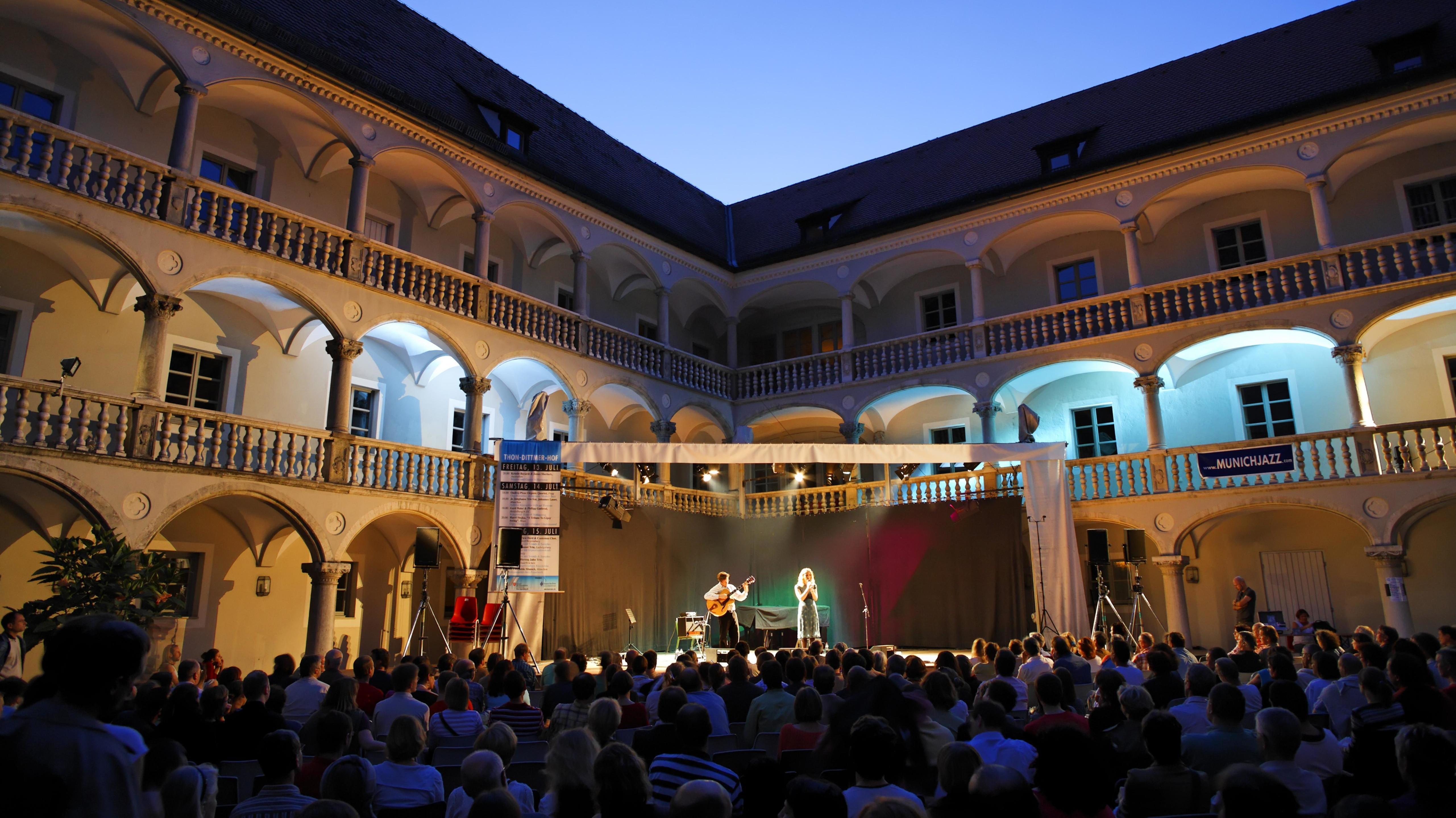 Das Thon-Dittmer-Palais in der Altstadt von Regensburg ist jedes Jahr Schauplatz von zahlreichen Events