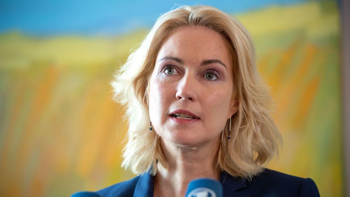 Mecklenburg-Vorpommerns Ministerpräsidentin Manuela Schwesig hat Brustkrebs und legt deswegen ihr Amt als kommissarische SPD-Chefin nieder