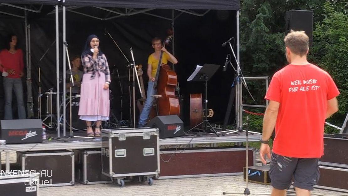 Sommerkonzert - Musiker und Musikerinnen auf der Bühne