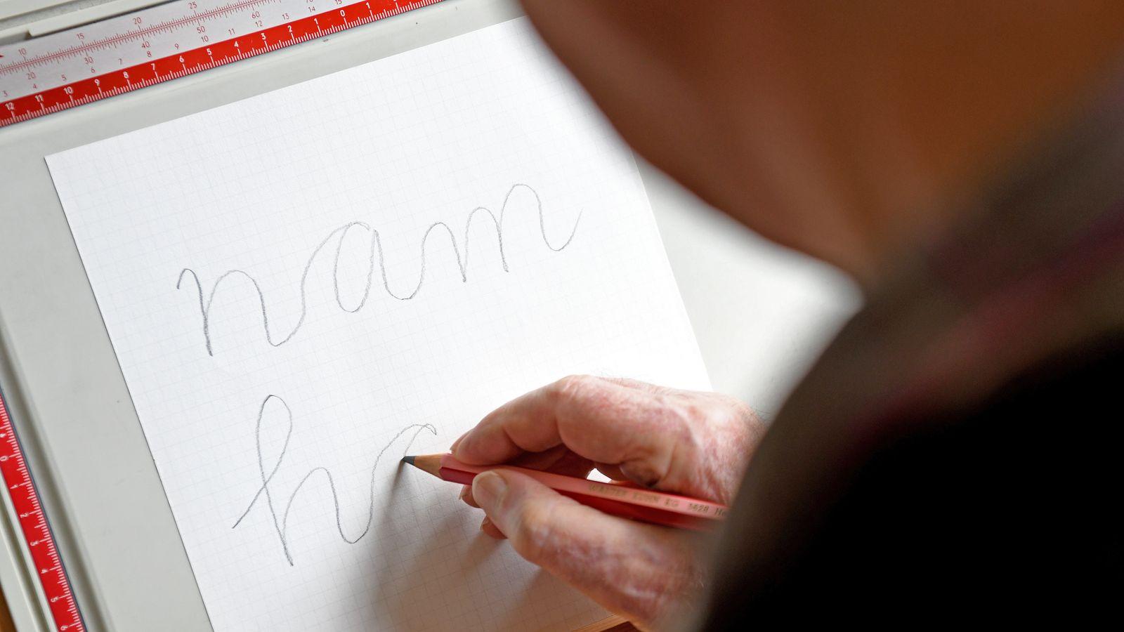 Schüler sollen die Handschrift gründlich erlernen, sagen Didaktiker. Die  bewusste Bewegung des Stifts fördere Kreativität und Konzentration.
