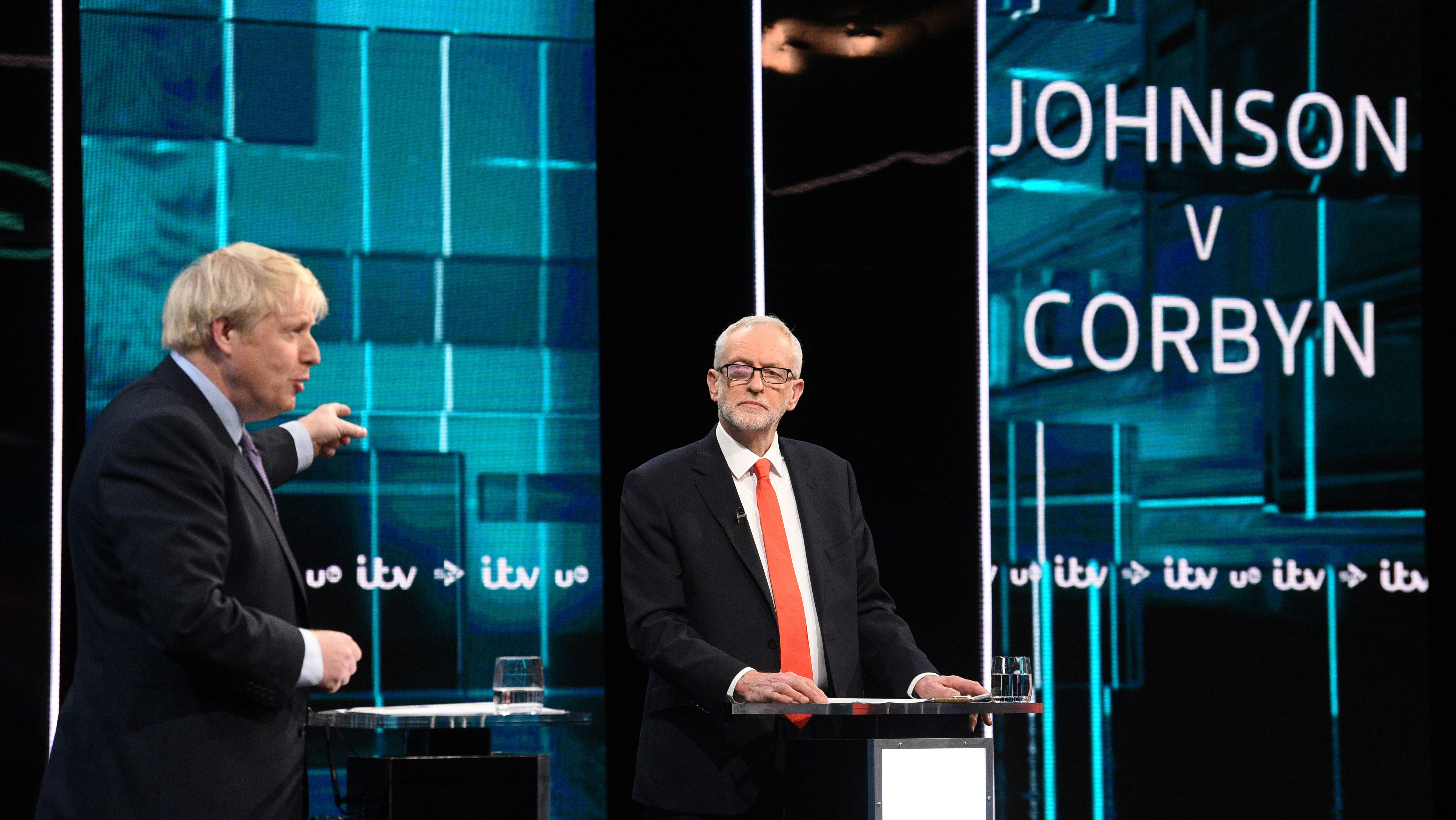 Premierminister Johnson und Oppositionsführer Corbyn haben sich rund vier Wochen vor der Parlamentswahl in Großbritannien einen ersten Schlagabtausch geliefert.