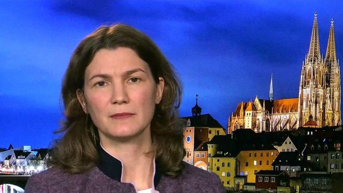 Die Regensburger Landrätin Tanja Schweiger (Freie Wähler) im Interview mit dem BR-Politikmagazin Kontrovers)
