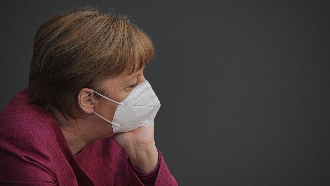 Bundeskanzlerin Angela Merkel (CDU) nimmt an der Sitzung des Bundestags teil. Thema ist die 2./3. Lesung zur Änderung des Infektionsschutzgesetzes mit anschließender Abstimmung über das Gesetz.