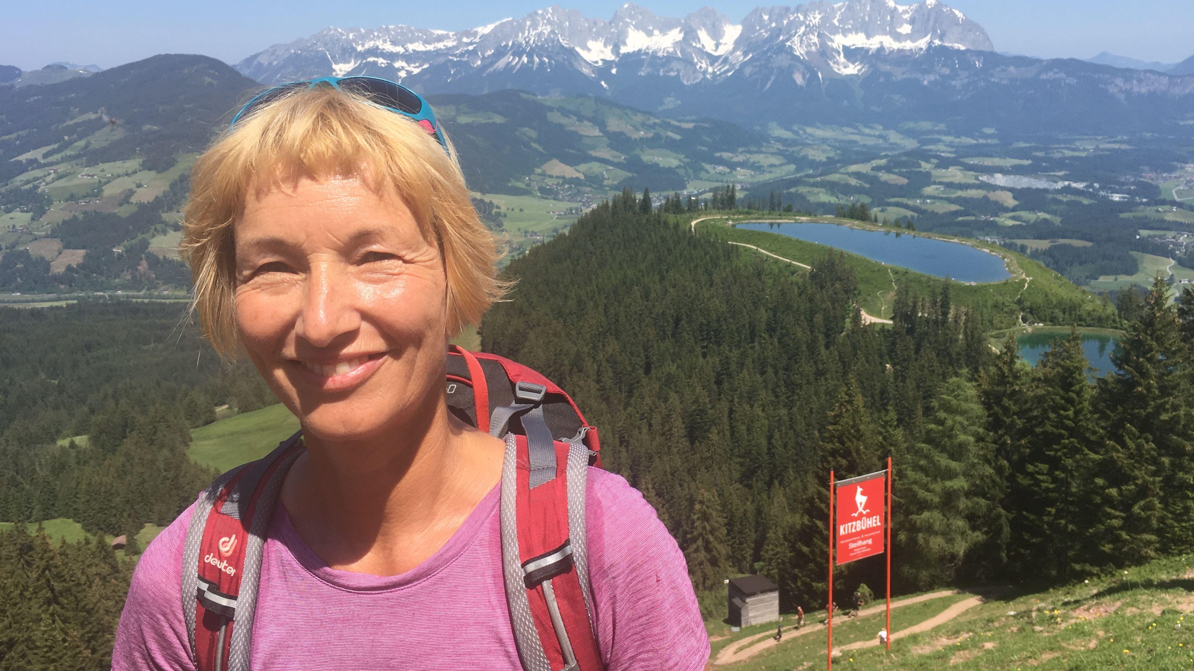 Zu Fuß die Steilheit der Strecke erwandern: Fitnessmagazin-Reporterin Frauke Gerbig