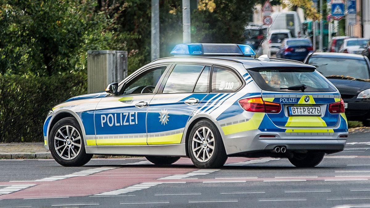 Symbolbild: Polizeiauto im Einsatz.
