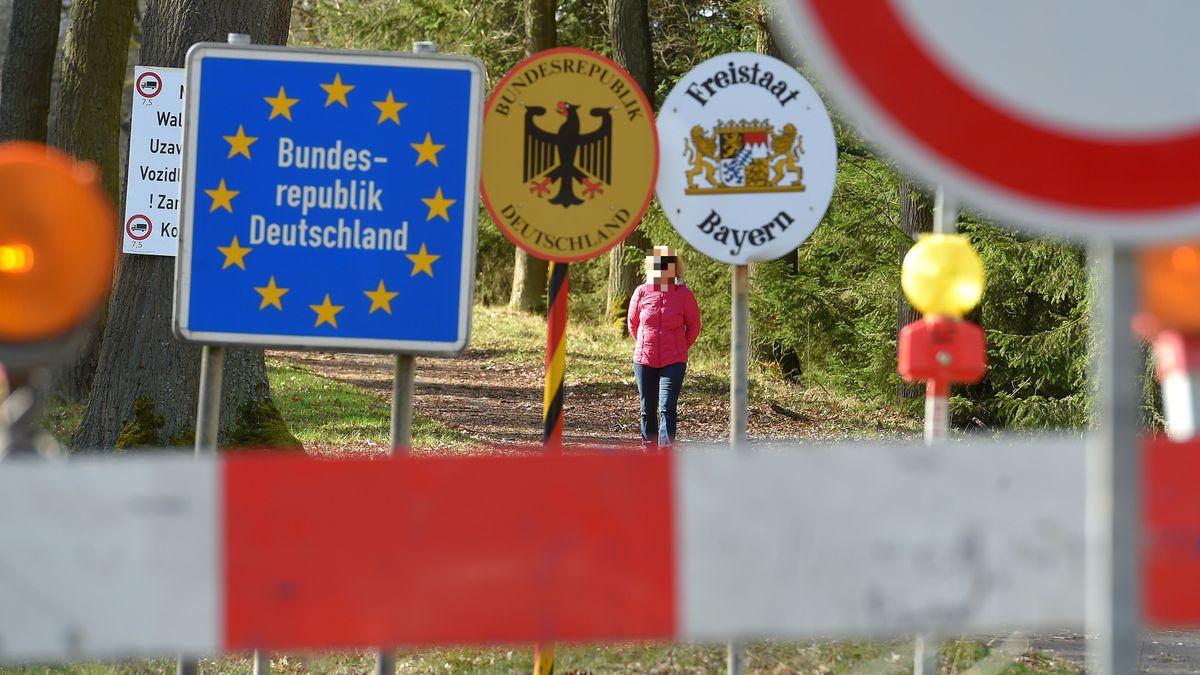 Blick von Tschechien nach Deutschland am Grenzübergang Schirnding.