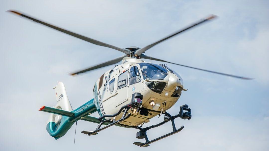 Suche mit Polizeihubschrauber  nach entflohenem Patienten in Straubing