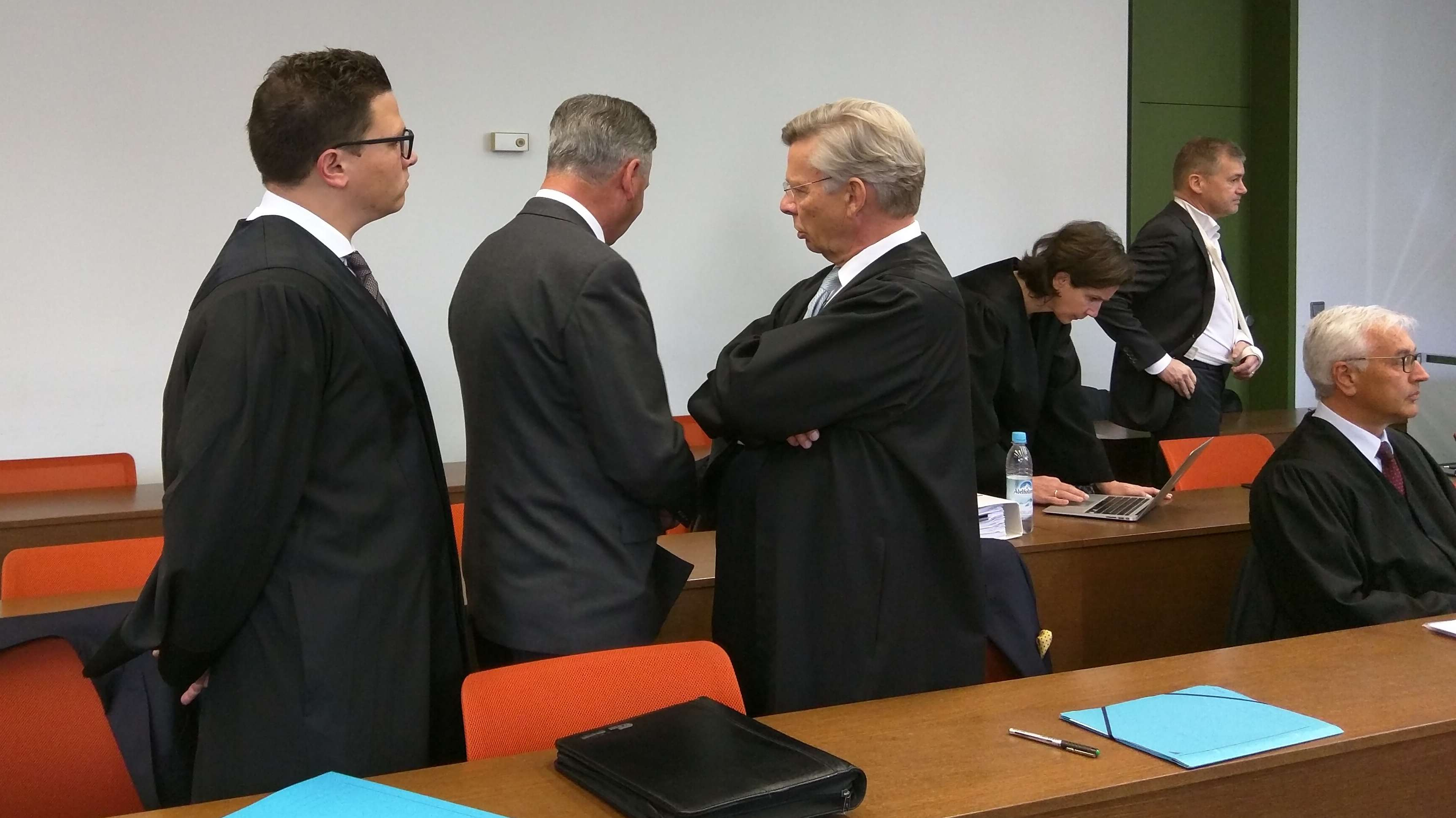 Besprechung im Prozess um die Miesbacher Sparkassen-Affäre.