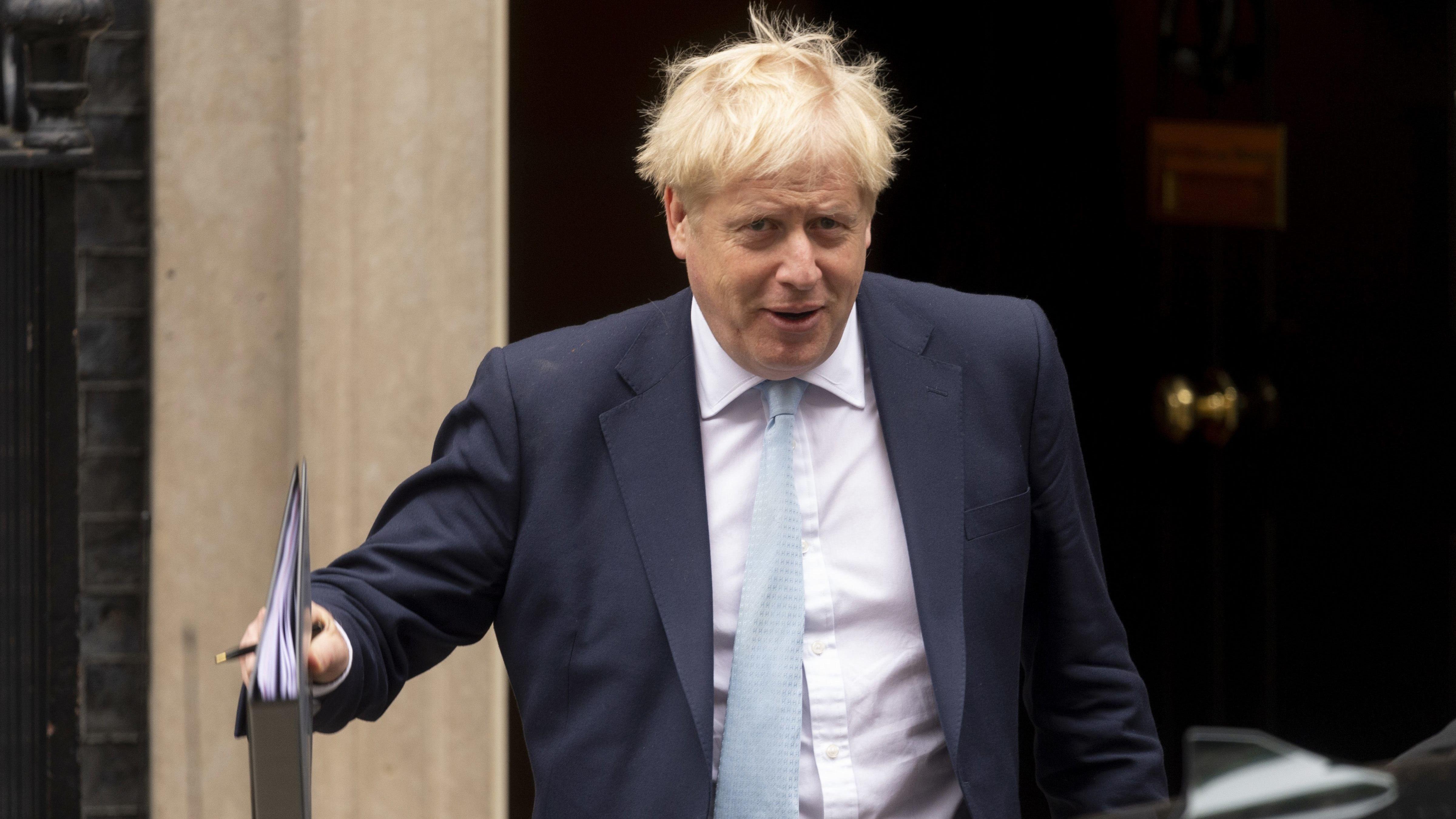 Der britische Premierminister Boris Johnson verlässt seinen Amtssitz, die Downing Street 10, in London.