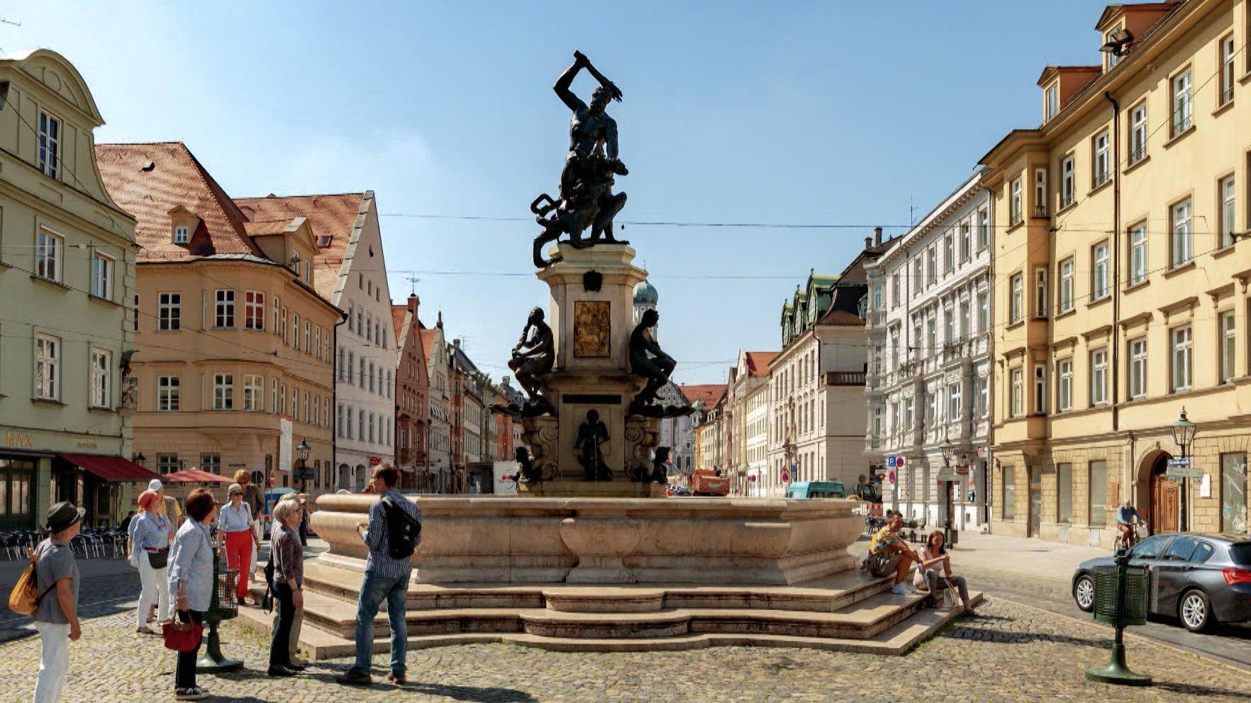 Der Herkulesbrunnen in Augsburgs Innenstadt.