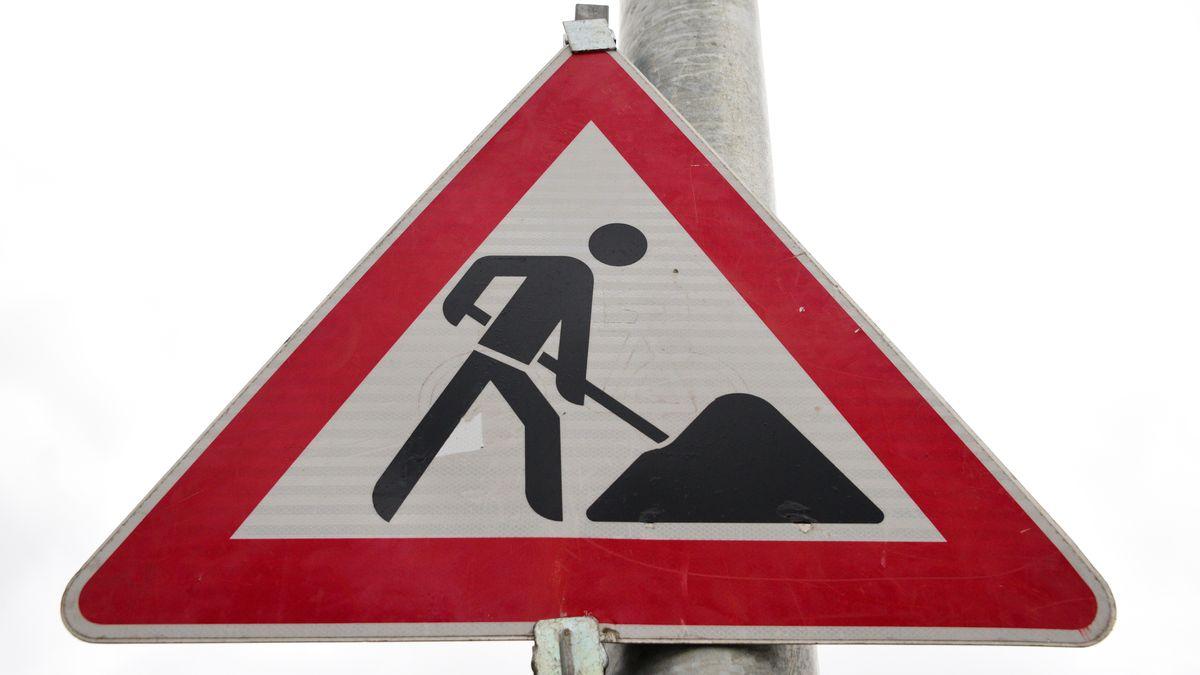 Warnschild an einer Baustelle